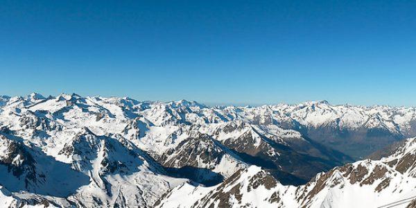 Panoramique depuis la plateforme du pic le matin.